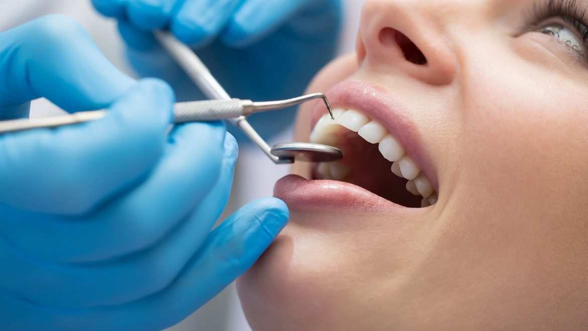 How Emergency Dentists Care For Teeth Contagious Injuries